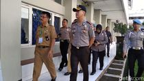 Pantau UNBK, Polres Jember Pastikan Pasokan Listrik Lancar