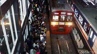 Solusi Menhub Tak Ampuh Obati Desak-desakan Horor Stasiun Duri