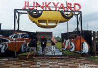 Gerbang masuk Junkyard Auto Park (Pertiwi/detikTravel)