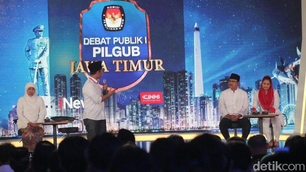 Foto: Gaya Cagub-Cawagub Jatim Saat Debat di Atas Panggung