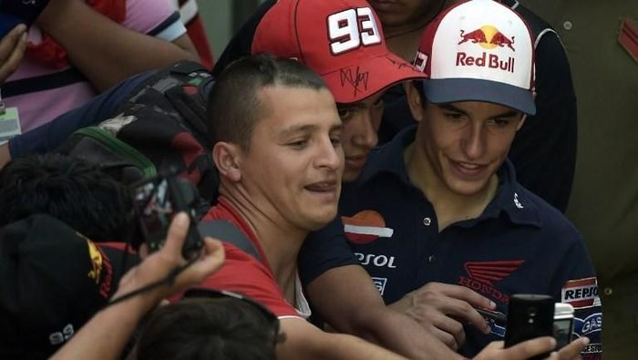 Marc Marquez membantah tudingan dirinya seorang gay saat diwawancara jelang MotoGP Prancis. (Foto: Juan Mabromata/AFP)