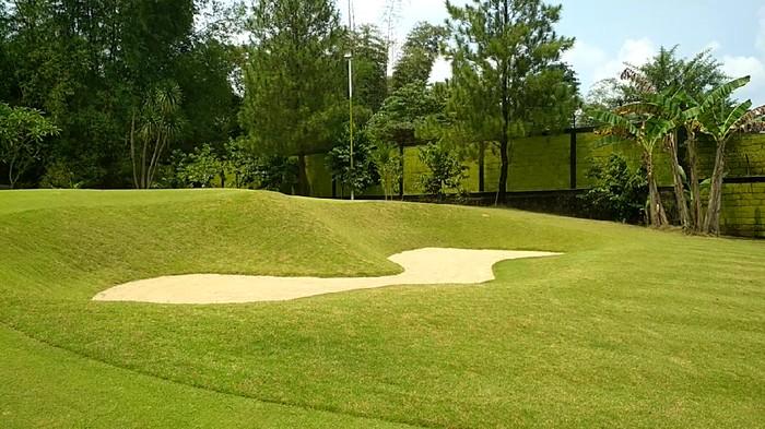 lapangan golf di tengah kota blitar