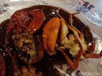 Kepiting jumbo dengan saus blackpapper.