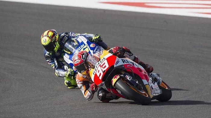 Crash besar pertama Rossi dan Marquez terjadi pada April 2015 di MotoGP Argentina di Sirkuit Termas de Rio Hondo. Foto: Mirco Lazzari gp/Getty Images