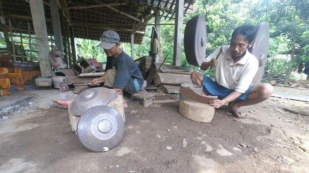 Perajin Gamelan di Jombang Tetap Eksi dengan Bahan Baku Besi Loakan