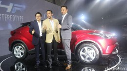 Toyota C-HR Buat Mereka yang Senang Nyetir Sendiri
