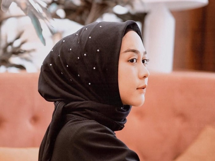 Inovasi Desain Hijab Segi Empat. Foto: Instagram/strngrrr