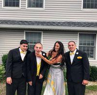 Ali Carbone dan ketiga saudara laki-lakinya yang autis.