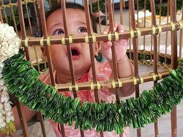 Begini ekspresi Solara saat masuk ke kandang ayam. (Foto: Instagram/ @mamiehardo)