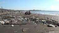 Setelah Kuta, Pantai Sanur Kini yang Diserbu Sampah!