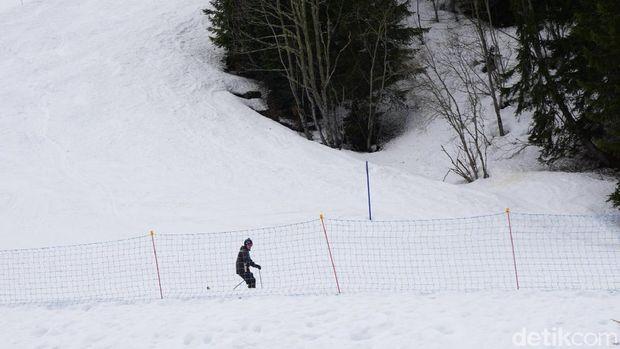 Main ski ternyata cukup sulit (Wahyu/detikTravel)
