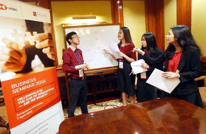 Kompetisi yang digelar untuk ketujuh kalinya itu merupakan salah satu strategi HSBC Indonesia dan Putera Sampoerna Foundation (PSF) untuk mempersiapkan generasi milenial dalam menghadapi tantangan bisnis global di tengah disrupsi teknologi. Foto: dok. UGM