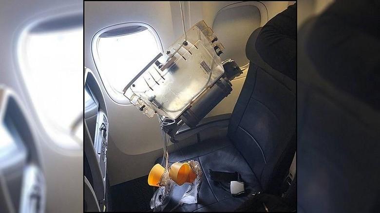 Tabung oksigen jatuh saat mendarat (Jennifer Zanone/Facebook)