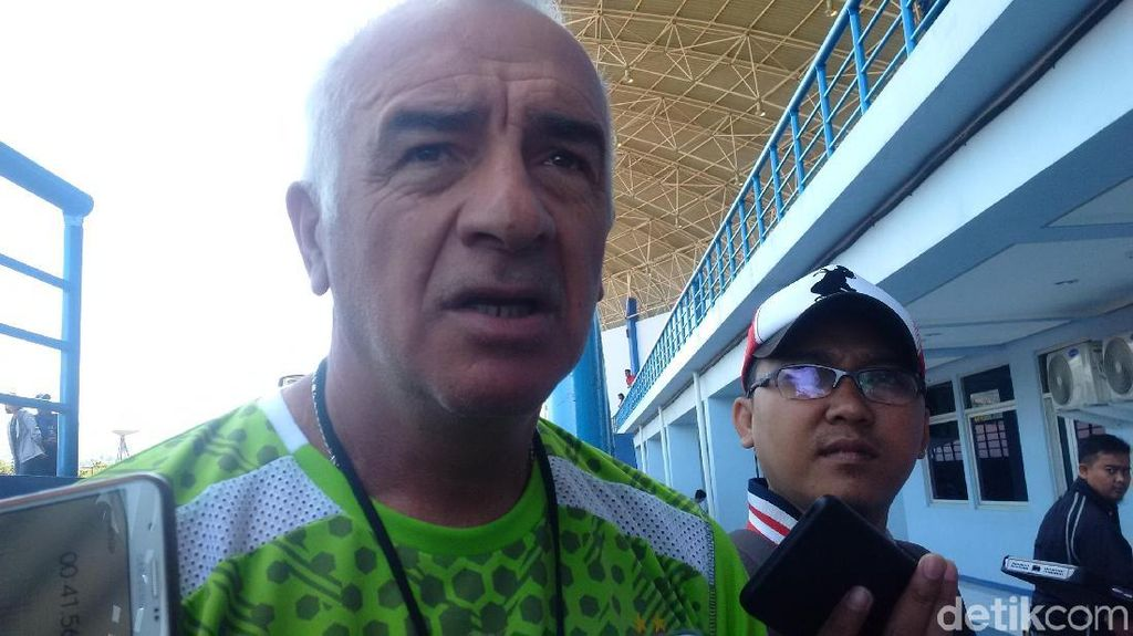 Mario Gomez Langsung Pimpin Latihan Borneo FC