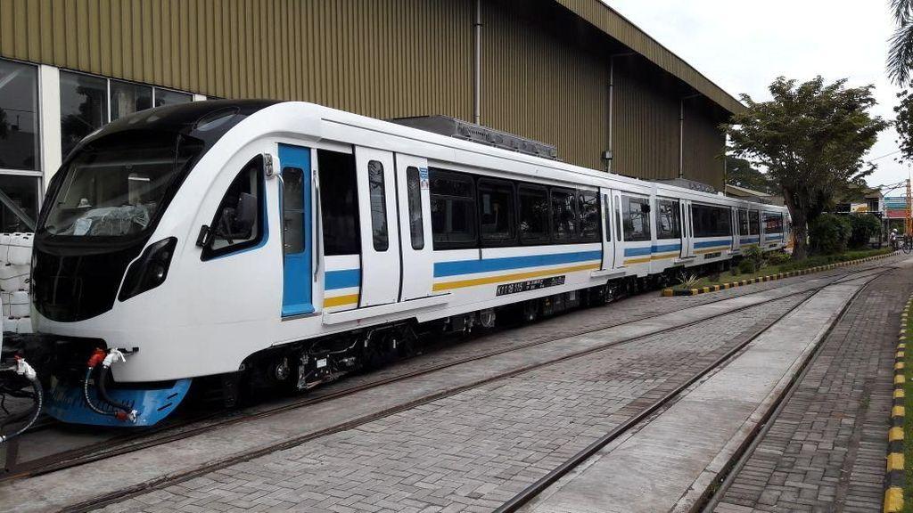 Kereta LRT Mulai Dikirim dari Madiun Menuju Palembang