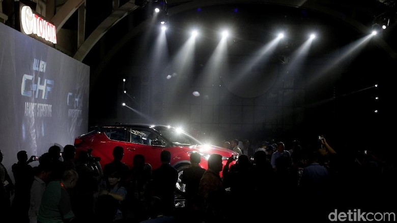 Soal Harga Toyota C-HR Mepet dengan Fortuner, Ini Kata Toyota Foto: Ari Saputra