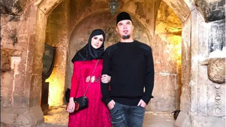 Mulan Jameela dan Ahmad Dhani Bulan Madu ke Tempat Tak Biasa