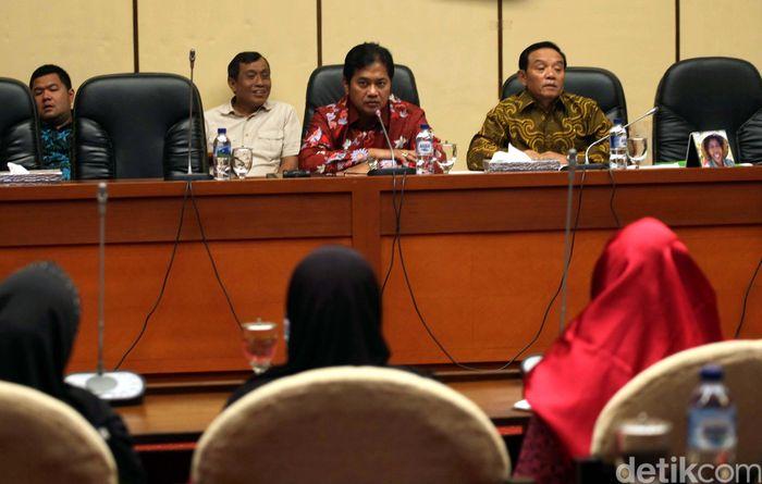 Para pedagang dari Pasar Induk Kramat Jati dan Bogor ini diterima Wakil Komisi IV DPR, Viva Yoga Mauladi, Selasa (10/4/2018).