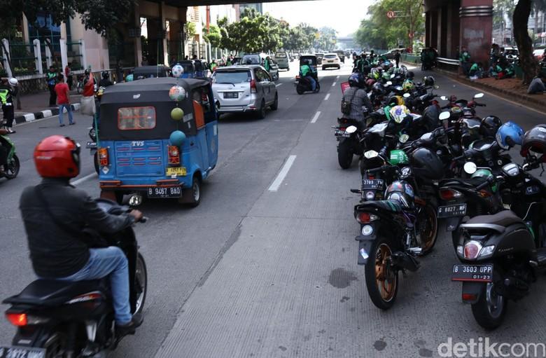 Kumpulang motor ojek online. Foto: Rifkianto Nugroho
