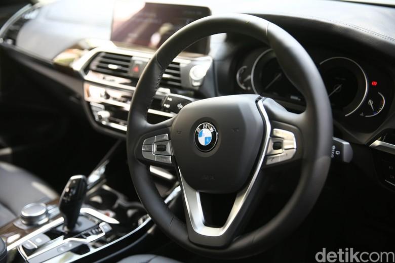 BMW X3 saat pertama kali dikenalkan. Foto: Agung Pambudhy