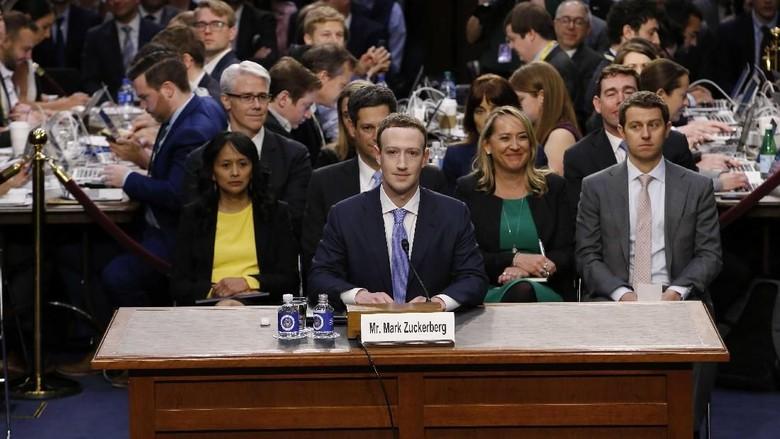 Saat Bos Facebook Beri Jawaban yang Diulang-ulang di Senat AS