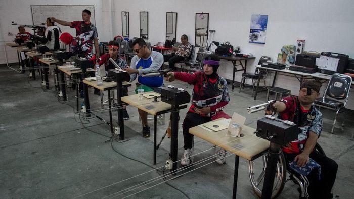 Pelatnas menembak Asian Para Games 2018. (Mohammad Ayudha/Antara)