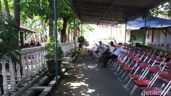 Nyentrik, Danarto Pulang ke Sragen Selalu Sewa Angkot