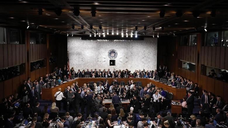 Ini Tempat Duduk Bos Facebook di Senat AS yang Diejek Netizen