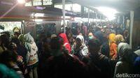 Masih Horor, Begini Suasana Desak-desakan Stasiun Duri Malam Ini
