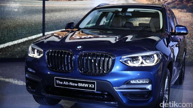 BMW X3 meluncur di Jakarta (Foto: Agung Pambudhy)