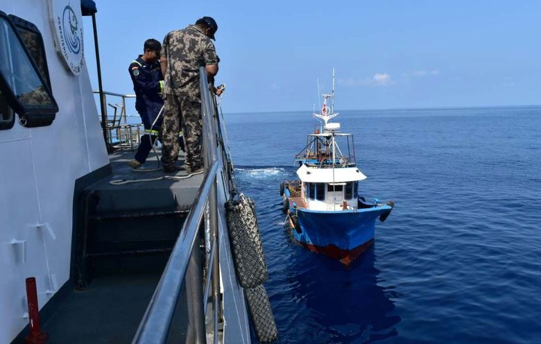 Satuan tugas (Satgas) 115 atau satgas pemberantasan illegal fishing mengamankan dua Kapal Perikanan Asing (KIA) berbendera Filipina yang tertangkap melakukan illegal fishing di Wilayah Pengelolaan Perikanan Republik Indonesia (WPP-RI) pada 7 April 2018. Pool/KKP.