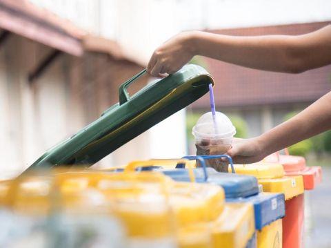 Mengenal Gaya Hidup Freegan, Hemat dengan Cari Makan dari Tempat Sampah