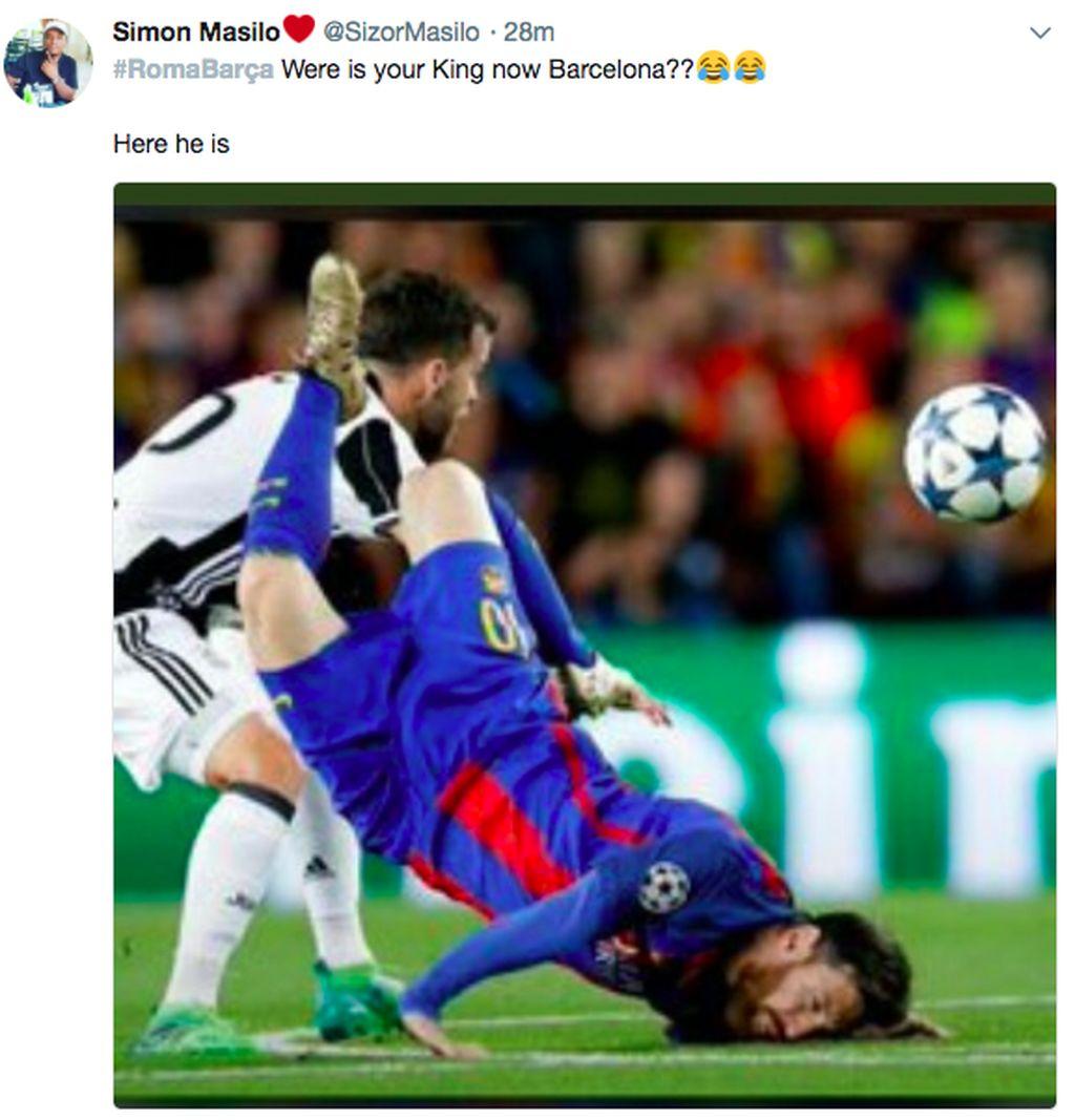 AS Roma sukses membalikkan keadaan di perempatfinal Liga Champions. Roma menggilas Barcelona 3-0 untuk merebut tiket semifinal. Foto Lionel Messi yang tengah tersungkur pun dijadikan bahan olok-olok. Foto: Twitter