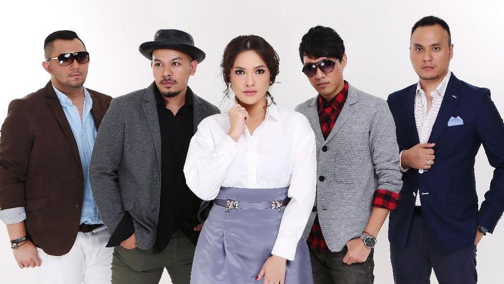 Lagu Cinta Jadi Persembahan Gitaris Ecoutez untuk Mendiang Istri