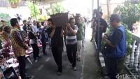 Puisi Nisan Iringi Jenazah Danarto Menuju Pemakaman