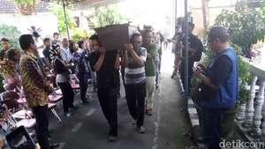 Suasana Pemakaman Sastrawan Danarto
