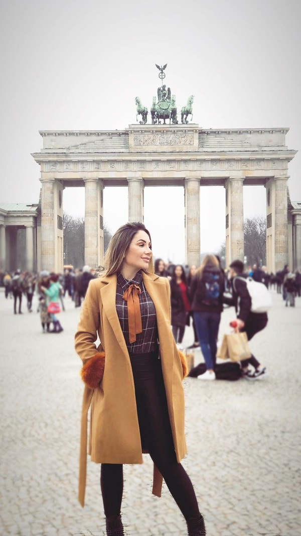 Ini pose Larissa Pereira di Berlin, Jerman. Cantik kan? (larissa_peereira/Instagram)