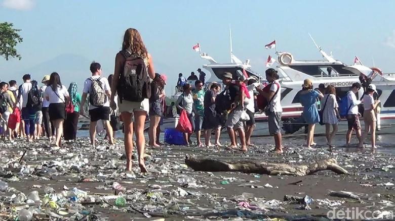 Sampah Di Pantai Sanur Masih Banyak Wisata Terganggu