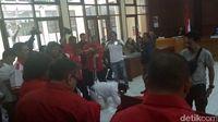 Kader PKPI sujud syukur di ruang sidang