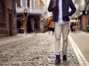 Kisah Pilu Pria Kena PHK, Mudik Jalan Kaki Hingga Sol Sepatu Hampir Lepas