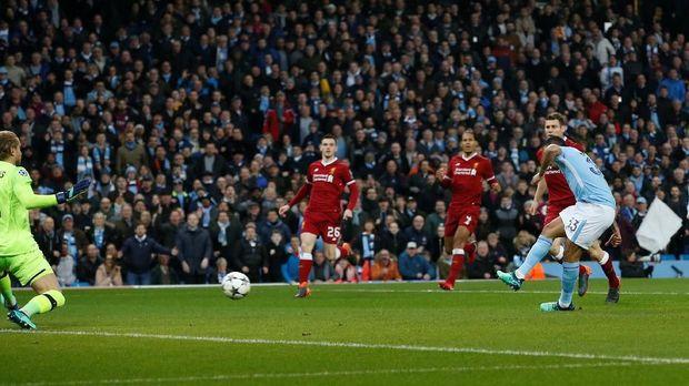 Gabriel Jesus sempat membawa Manchester City unggul di babak pertama.