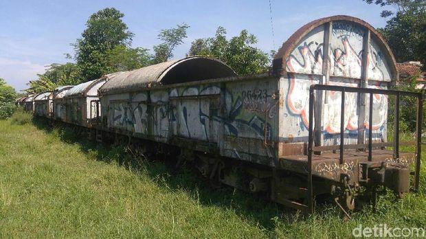 Gerbong mangkrak yang diduga menjadi tempat mesum di Purworejo.