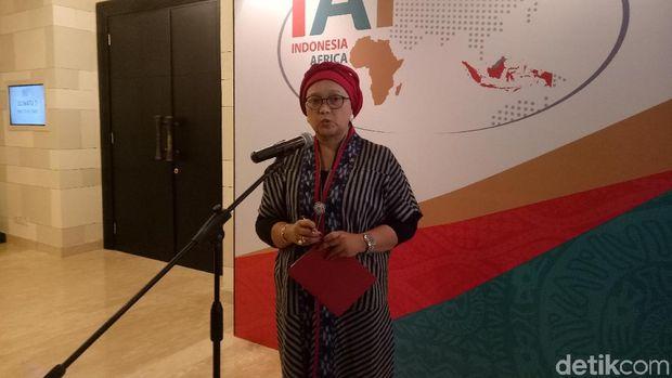 Menteri Luar Negeri Retno LP Marsudi memberi keterangan kepada wartawan