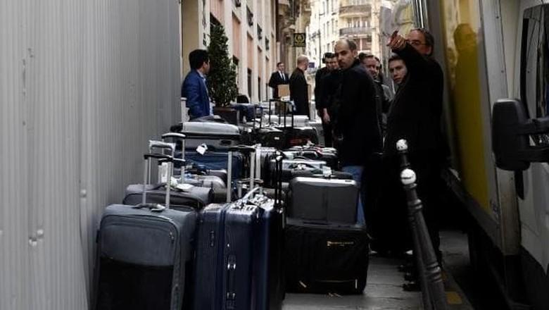 Tumpukan koper milik Pangeran Mohamed (Eric Feferberg/AFP)