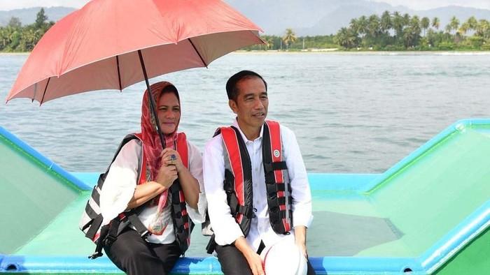 Iriana Jokowi saat berkunjung ke daerah bersama Presiden Joko Widodo (oto: Laily Rachev/Biro Pers Setpres)