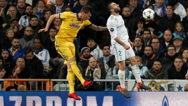 Mario Mandzukic menggandakan keunggulan Juventus.