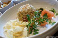 Nasi Goreng Sosis Wagyu khas Daun Muda.