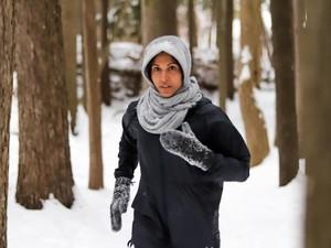 Potret Zehra Alibhai, Model Kebugaran Berhijab Cantik Asal Kanada