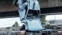 Penyebab kecelakaan itu diduga karena sopir mengantuk.