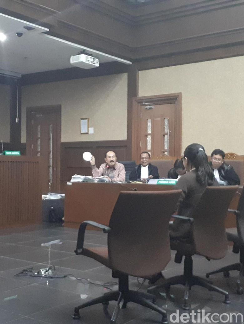 Fredrich Bawa Bakpao yang Disebut Mirip Benjolan Novanto